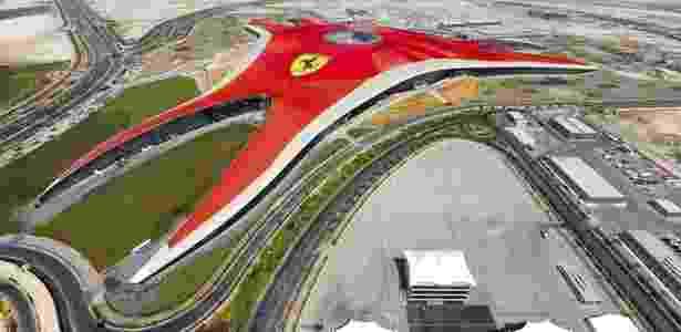 Vista aérea do Ferrari World, parque temático que a escuderia já possui em Abu Dhabi - EFE