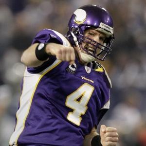 Quarterback Brett Favre, do Minnesota Vikings, ainda não definiu se vai se aposentar ou não