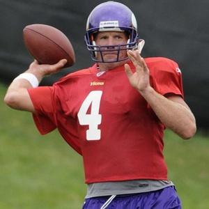 Vencedor por três vezes do título de MVP da NFL, o quarterback Brett Favre retornou aos treinos do Minnesota Vikings para sua 20ª temporada. O jogador, que fará 41 anos em outubro deste ano, foi convencido pelos colegas de equipe e afirmou ter uma dívida com a organização para alcançar o Superbowl