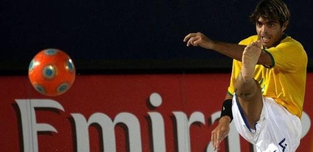 Betinho acerta chute na vitória do Brasil po9r 8 a 1 sobre o Bahrein