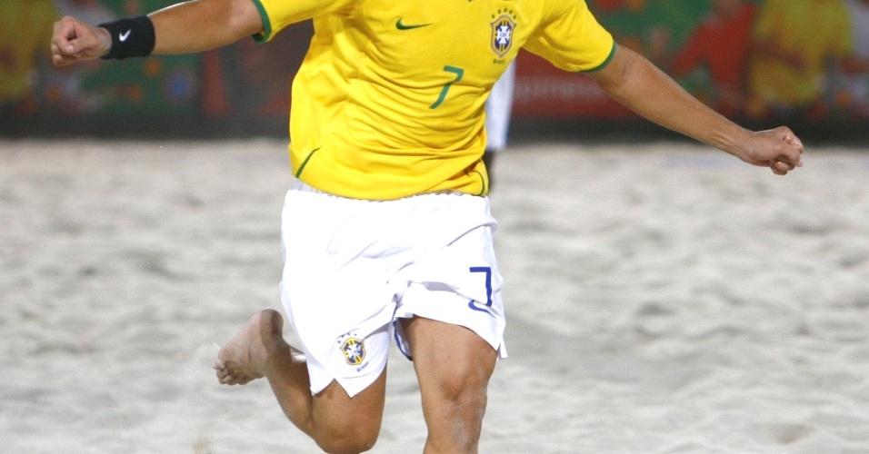 O Brasil começou bem e Sidney abriu o placar com um belo chute