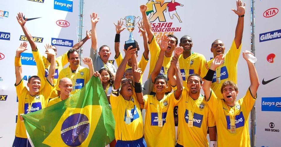 Seleção brasileira vence a seleção do mundo em desafio no Espírito Santo