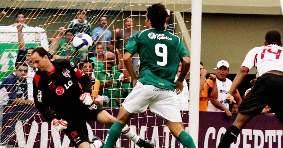 Fernandão marca o quarto gol do Goiás sobre o São Paulo no Brasileirão