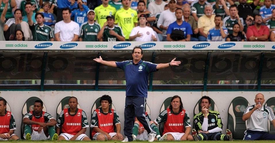 Muricy Ramalho reclama de lance na vitória do Palmeiras sobre o Atlético-MG no Brasileirão