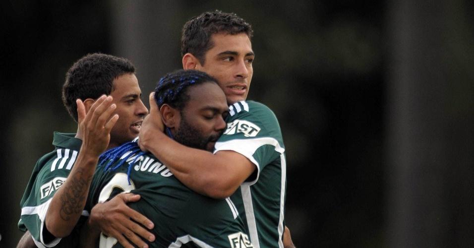 Vagner Love e Diego Souza comemora gol contra o Atlético-MG