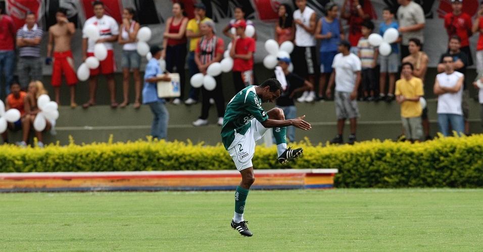 Vítor comemora gol do Goiás sobre o São Paulo na penúltima rodada do Brasileirão de 2009