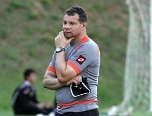 Sem trabalhar desde a época de Atlético-MG, Celso Roth foi contratato pelo Vasco nesta 3ª feira
