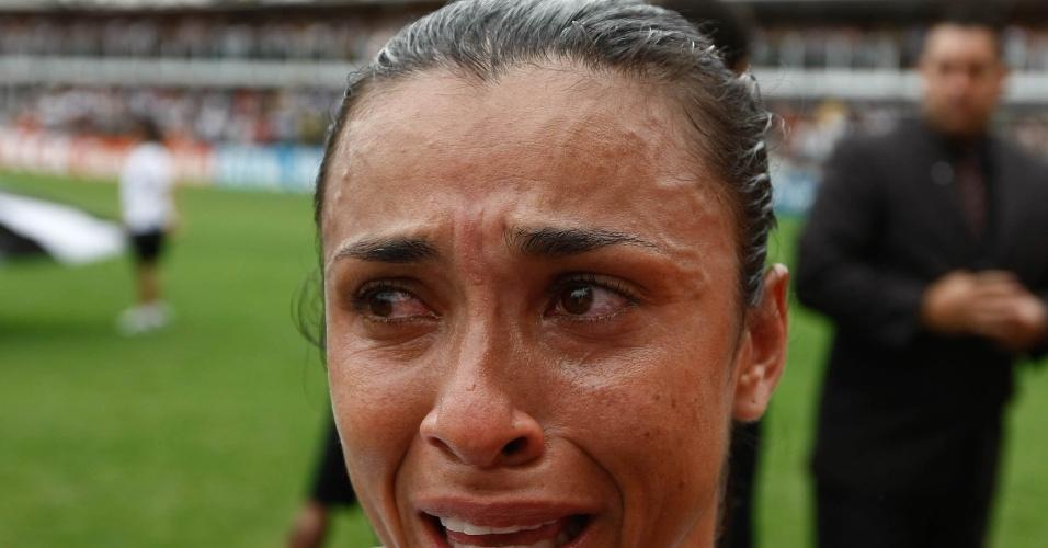 Marta chora após vitória do Santos