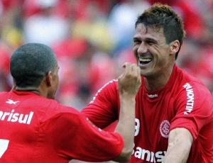 Zagueiro volta depois de romper ligamentos do joelho e desfalcar defesa do Inter