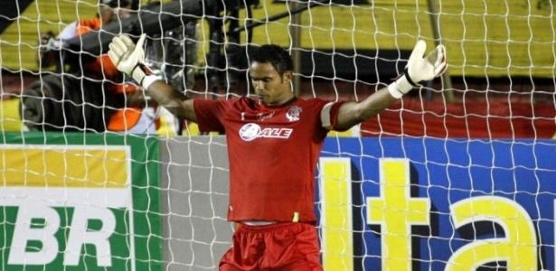 Bruno reza antes da partida entre Sport e Flamengo
