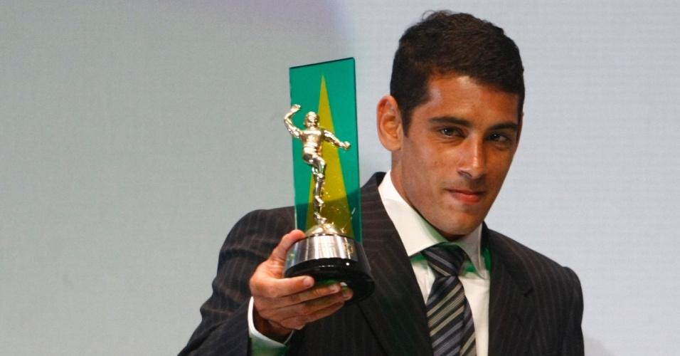 Diego Souza recebe o prêmio Craque do Brasileirão
