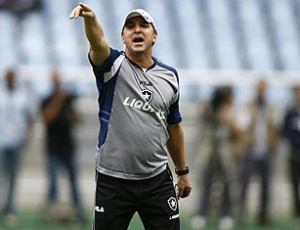 Técnico Estevam Soares avisa que o Botafogo irá se reforçar bem para a próxima temporada