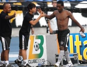 Botafogo e Flamengo duelam fora das quatro linhas para contar com Jobson após a Copa do Mundo