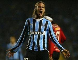 Grêmio também participa de reunião nesta 2ª, na Argentina, para tentar permanência de Maxi López