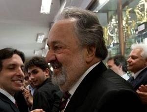 Presidente Luis Alvaro de Oliveira garante ter assegurado altos valores com patrocínio e cotistas para pagar grande parte do salário de Robinho