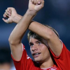 Para ficar com o atacante Rafael Sobis, Vasco terá de brigar com Internacional e Atlético-MG