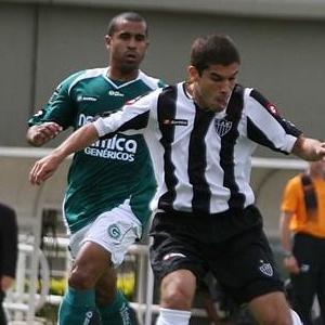 Lateral-esquerdo Julio Cesar (à esquerda) quer o futebol europeu, mas não descarta defender o Flu