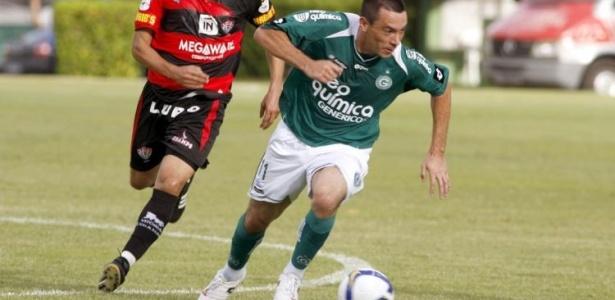 Felipe, atacante do Goiás