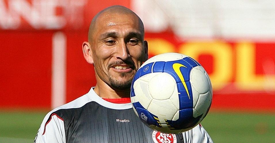 Guiñazu participa de treino do Internacional