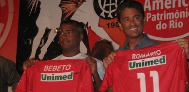 Romário e Bebeto durante apresentação do novo treinador do time