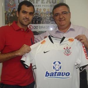 Danilo assinou contrato até janeiro de 2012 e se apresenta com os demais no dia 4 de janeiro