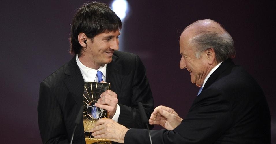 Messi recebe o prêmio de melhor jogador do mundo da Fifa de 2009