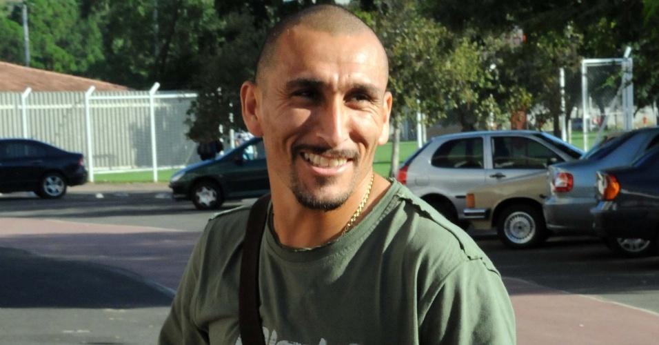 Guiñazu chega para treino do Internacional em Porto Alegre