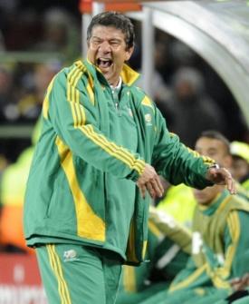 Joel Santana dirige a África do Sul durante a Copa das Confederações de 2009