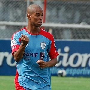 O lateral Rafael Silva, durante treino da Portuguesa