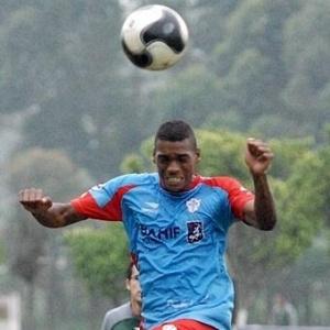 O zagueiro Preto Costa durante treino da Portuguesa