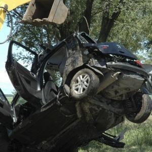Carro do meia argentino Diego Buonanotte é rebocado após acidente que matou três pessoas