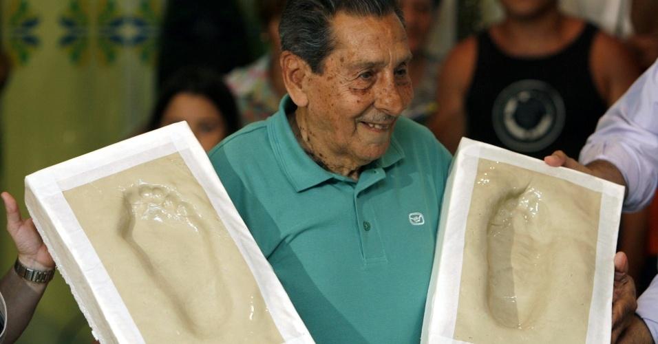 Ex-jogador de futebol da seleção uruguaia campeã em 1950 no Maracanã, Ghiggia é homenageado no Rio