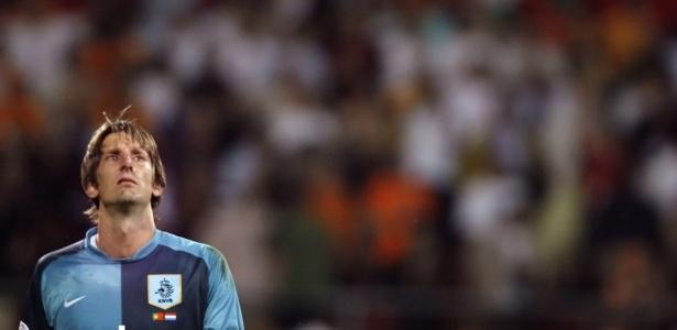 Ex-goleiro Van der Sar hoje é diretor executivo do Ajax