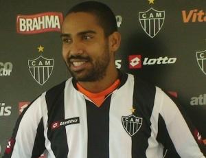 Lateral-direito Coelho acredita que time do Atlético-MG evoluirá taticamente até a estreia
