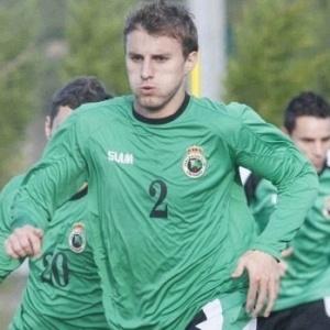 Após boa temporada no Racing Santander, Henrique é lembrado pela segunda vez na seleção