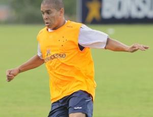 Fernandinho quer jogar em Valadares para ganhar ritmo e voltar ao time também na Libertadores