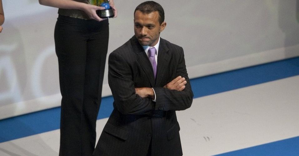 Iarley recebe prêmio de terceiro melhor atacante pela esquerda do Brasileirão 2009