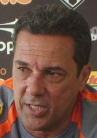 Marcelo, que assina contrato de 2 anos, chega com aval de Luxa (f)