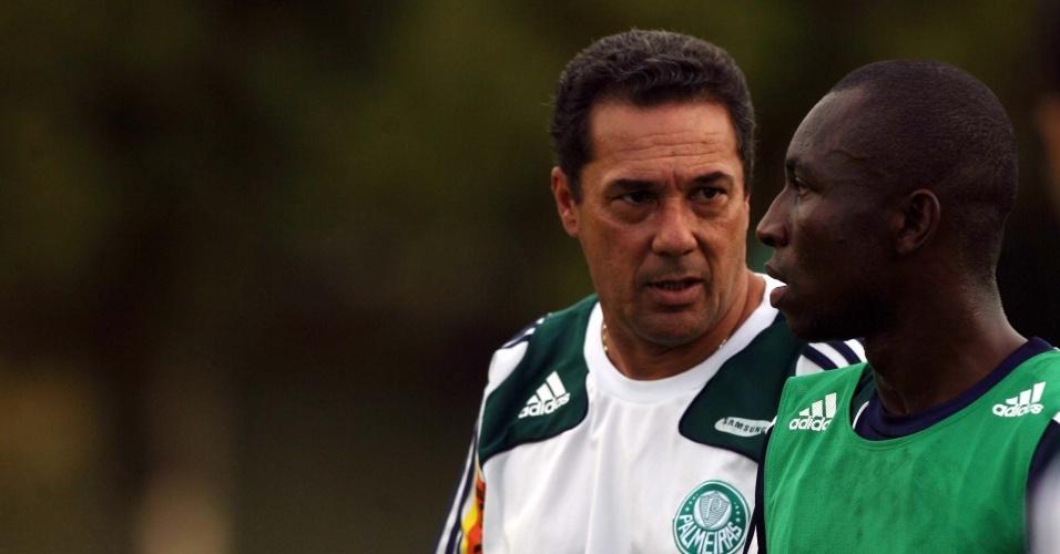 Luxemburgo e Armero participam de treino no Palmeiras