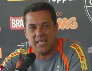 Vanderlei Luxemburgo lamentou as ameaças sofridas pelo árbitro assistente Jair Albano Félix