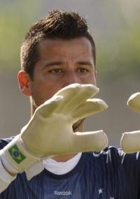 Fábio chegou a 307 jogos pelo Cruzeiro, um a mais que Dida