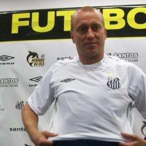 Em três meses, meia Marquinhos já disputou 14 jogos com a camisa santista e marcou dois gols