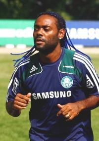 Vagner Love fez nesta quinta seu último treino pelo Palmeiras