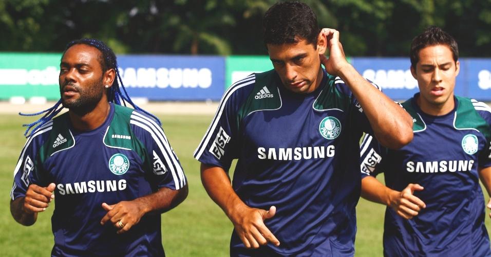 Jogadores do Palmeiras treinam na Academia de Futebol
