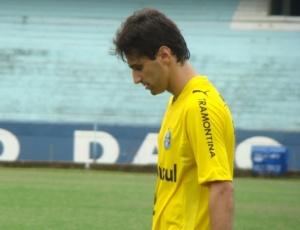 Reunião nesta segunda-feira definirá futuro de Jonas no Grêmio; dirigentes querem permanência