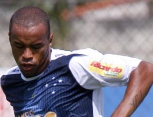 Zagueiro Thiago Heleno espera ser escalado na zaga celeste contra o Colo-Colo, na quinta-feira