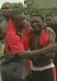 Jogadores de Togo choram após ataque terrorista em Angola