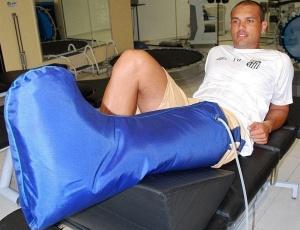 Marcel realizando tratamento no CT Rei Pelé
