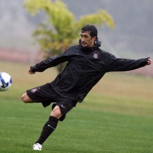Douglas, ex-Corinthians, é pretendido pelo Grêmio
