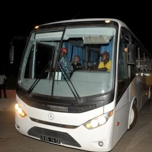 Ônibus com jogadores do Togo deixa a Copa Africana de Nações dois dias após o atentado